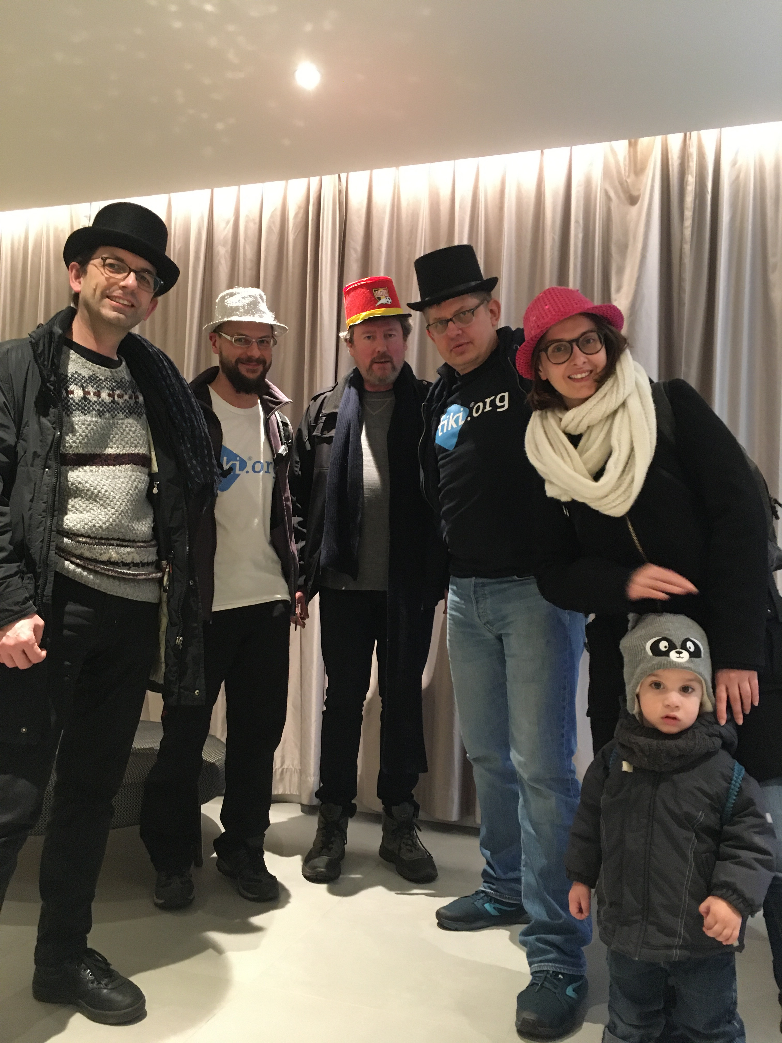 """Group photo after FOSDEM 2020 mini TikiFest (with hats)"""